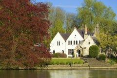 Engelsk bygd i Runnymede Arkivbild