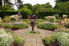 Engelsk formell trädgård. Arkivfoto