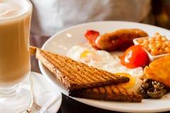 Engelsk frukost och Latte Royaltyfria Foton