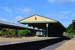Engelsk lantlig järnväg plattform arkivbilder