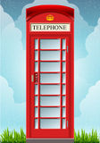 Engelsk röd telefonkabin Arkivbild