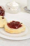 Engelsk scones med driftstopp Royaltyfria Bilder