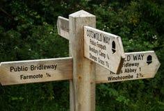 engelsk signpost arkivfoton