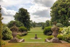 Engelsk sikt för landsgodsträdgård. Arkivfoto