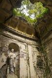 Engelska arbeta i trädgården i jordningen av den berömda Royal Palace av Caserta Arkivfoto