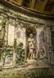 Engelska arbeta i trädgården i jordningen av den berömda Royal Palace av Caserta Arkivfoton