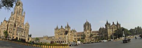 Engelska den forntida järnvägsstationen i Mumbai av Indien arkivfoto