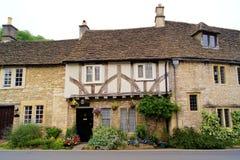 engelska hus Arkivbilder