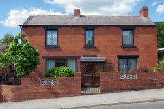 engelska hus typisk arkitekturengelska white för struktur för bakgrundstegelstenhus arkivbilder
