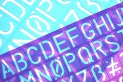 Engelska märker plast- stencilalfabet Arkivfoto