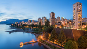 EngelskafjärdVancouver stad i skymning, Vancouver, Kanada arkivfoto