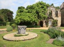 Engelskaträdgård i sommar Arkivbild