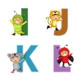 Engelskt alfabet med ungar i djur dräkt, I till L bokstäver Arkivbild
