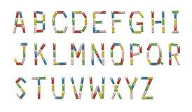 Engelskt alfabet som göras från färgrik träklädnypa Arkivfoto