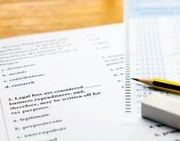 Engelskt fråge- och svarsark på tabellen Arkivbilder