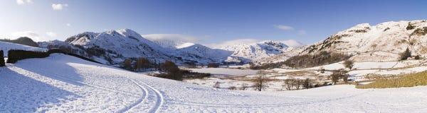Engelskt sjöområde i vinter Arkivbild
