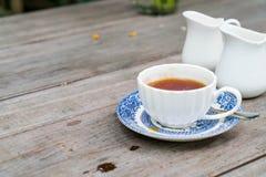 engelskt te på tabellen arkivfoto