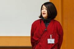 Engelstalige gids bij het Kasteel van Nagoya stock afbeeldingen