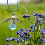 Engelszahl und blaue Blumen Stockfoto