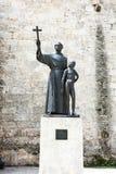 Engendre la estatua de Junipero Serra Imagenes de archivo