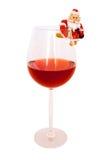 Engendre la helada (Papá Noel) y un vidrio con el vino. Imagen de archivo