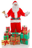 Engendrez Christmas entouré par des présents, sur le blanc image stock