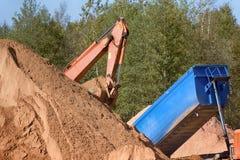 Engenharia da estrada; roadmaking O procedimento da escavação, luta a draga Fotografia de Stock Royalty Free