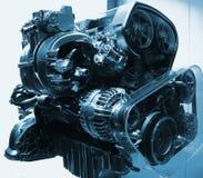 Engine, moteur exposé de véhicule de combustion interne dans des sons métalliques bleus Photographie stock libre de droits