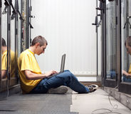 The engineer  in datacenter Royalty Free Stock Photos