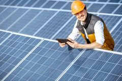 Free Engineer On A Solar Power Plant Royalty Free Stock Images - 163556589