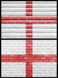 England-Markierungsfahne auf verschiedenen Backsteinmauern Stockfoto