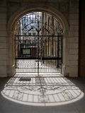 England: wrought iron synagogue gates. Wrought iron entry gates to Bevis Marks synagogue, London, England - the oldest synagogue in the UK (1701 Stock Photo