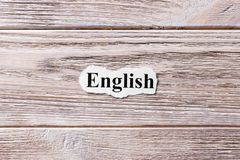 Englisch des Wortes auf Papier Konzept Wörter von Englisch auf einem hölzernen Hintergrund stockbilder