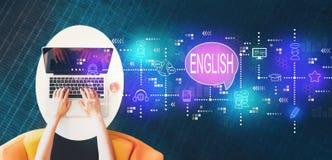 Englisch mit der Person, die einen Laptop verwendet lizenzfreie stockbilder