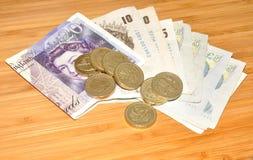 Englische Banknoten und Münzen Stockbild