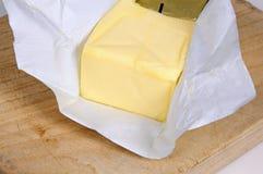 Englische Butter in der Verpackung. Lizenzfreie Stockbilder