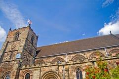 Englische Kirche am Sommer Stockfotos