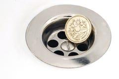 Englische Pfund-Münze und Abfluss Lizenzfreies Stockfoto