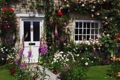 Englischer Häuschengarten Lizenzfreies Stockfoto