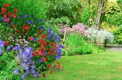 Englischer Landgarten Lizenzfreie Stockfotos