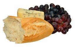 Englischer Stilton-Käse mit Trauben und Brot Lizenzfreie Stockfotos
