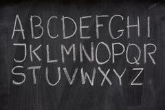 Englisches Alphabet auf einer Tafel Stockfotografie