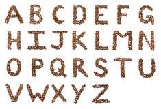 Englisches Alphabet gebildet von den Kaffeebohnen stockfotografie
