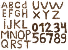 Englisches Alphabet und Zahlen von Kaffeebohnen Stockfotos
