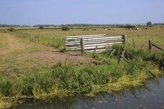 Englisches Bauernhof-Vieh Tor und Felder Lizenzfreies Stockfoto