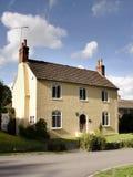Englisches Dorf-Häuschen Stockfotografie