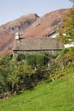 Englisches Hügelbauernhofhaus Stockfoto