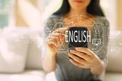 Englisches Konzept mit der Frau, die einen Smartphone verwendet lizenzfreie stockbilder