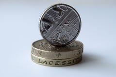 Englisches Münzenbalancieren Stockfotografie