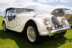 Englisches Morgan-Retro- Auto Lizenzfreie Stockfotografie